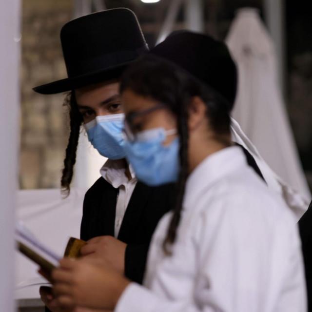Ortodoksni židovi tijekom molitve