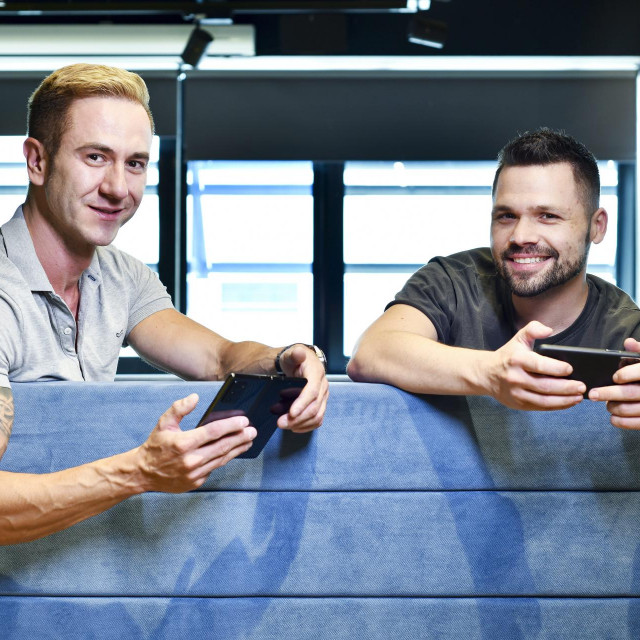 Zoran Vučinić (39) i Alan Sumina (32), osnivači zagrebačkog gaming studija Nanobit, pristali su sjesti s nama i ispričati nam sve o najvećoj transakciji u povijesti domaće gaming industrije