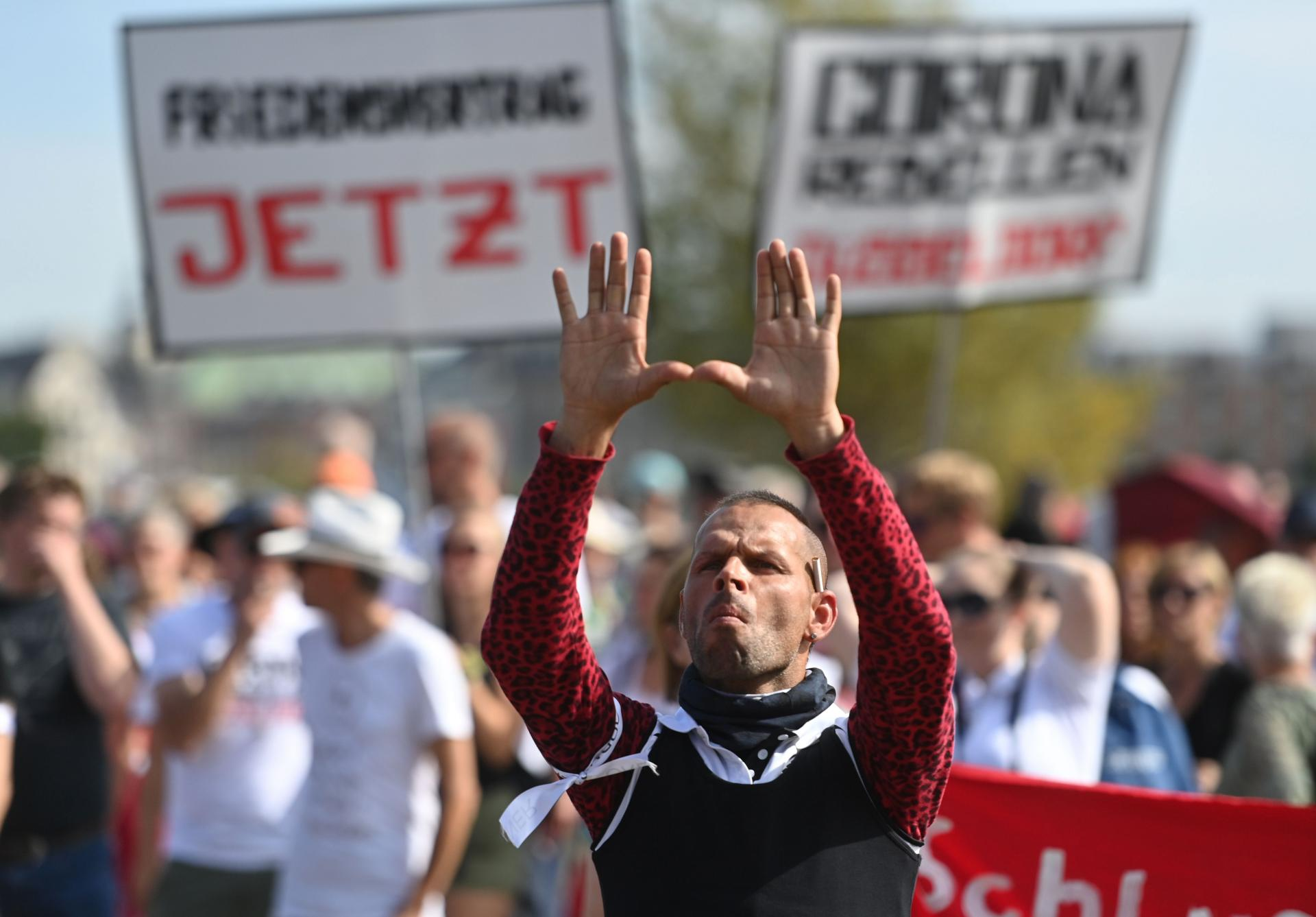 'IMA MJESTA ZA SVE'! Hiljade Nijemaca na ulicama: 'Moramo pomoći izbjeglicama iz uništenog kampa Moria!'