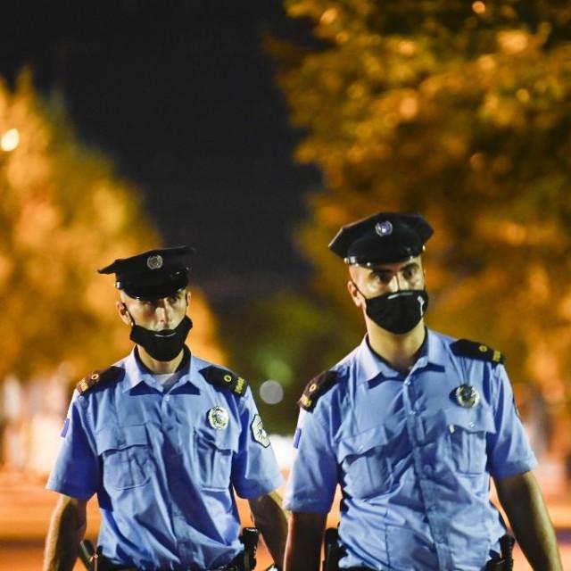 Policija na Kosovu, ilustracija