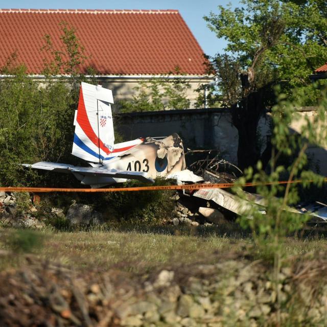 U padu vojnog školskog aviona poginuli su pilot i instruktor