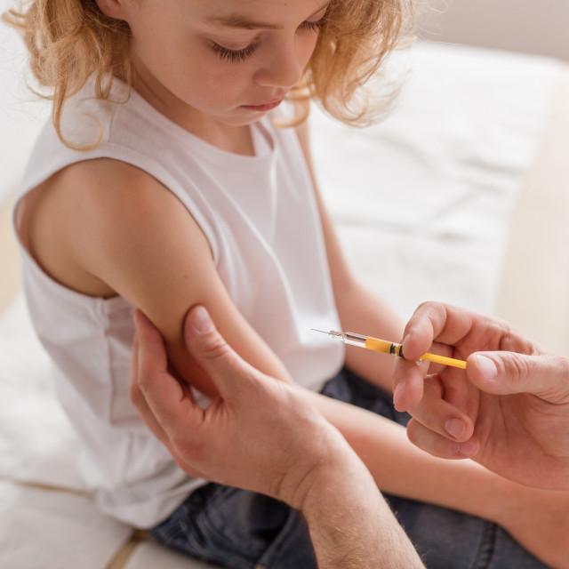 S obzirom na pandemiju koronavirusa, liječnici iz mnogih dijelova svijeta sve su skloniji tome da se uoči ove sezone gripe cijepe i djeca