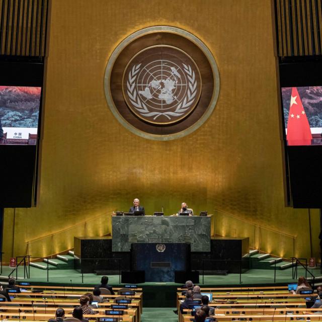 Xi Jinping (na ekranima) u govoru pred Općom skupštinom UN-a