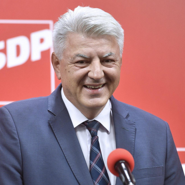Zagreb, 270920.<br /> SDP, Iblerov trg 9.<br /> Konferenciju za medije odrzao je Zlatko Komadina na temu izbornih rezultata u SDP-u.<br />