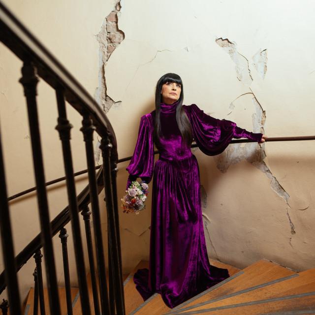 Dizajnerica Matija Vuica pusti grad iskoristila je kao pozornicu za snimanje svojih haljina. U potresu su joj je stradao stan te poslovni prostor. 'U stanu su popucali zidovi, ali je zgrada statički stabilna, dok je atelier na Trgu bana Jelačića prošao mnogo gore', rekla je Matija...