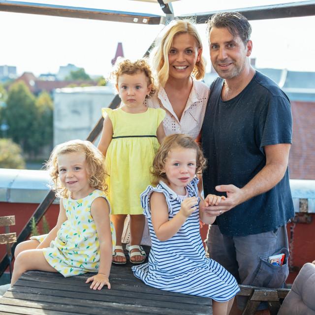 Nevena Rendeli i Mak Vejzović s kćerima Leom, Mare i Vitom