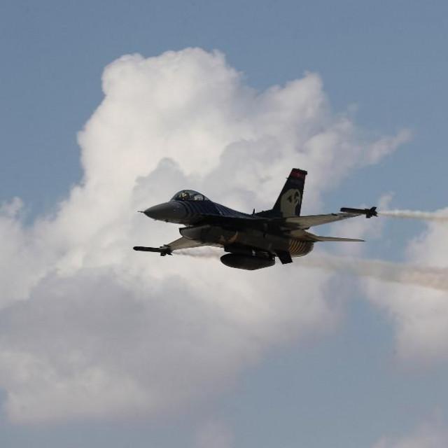 Turski F-16 u letu