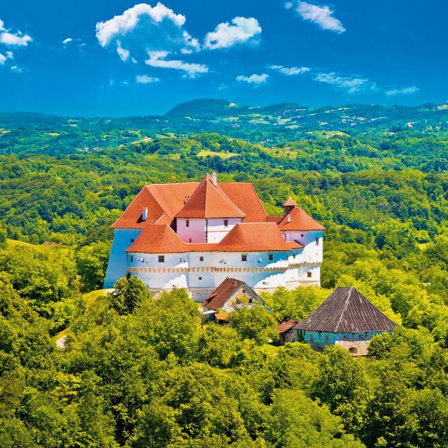 U Hrvatskom zagorju ponose se brojem utvrda i kurija - imaju ih čak 54. većina njih je dostupna i može se razgledati njihova unutrašnjost, a dobra je vijest da je nad nekima od derutnih započeta obnova koja će im vratiti sjaj