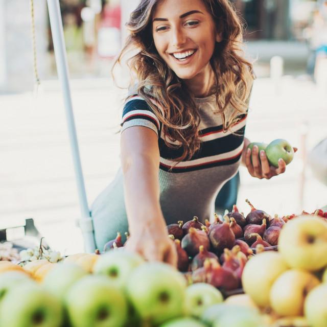 Jabuke sadrže nekoliko spojeva koji mogu pomoći u prevenciji stvaranja raka, uključujući antioksidante i flavonoide
