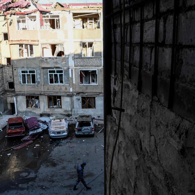 Oštećene zgrade u Stepanakertu, glavnom gradu Nagorno Karabaha