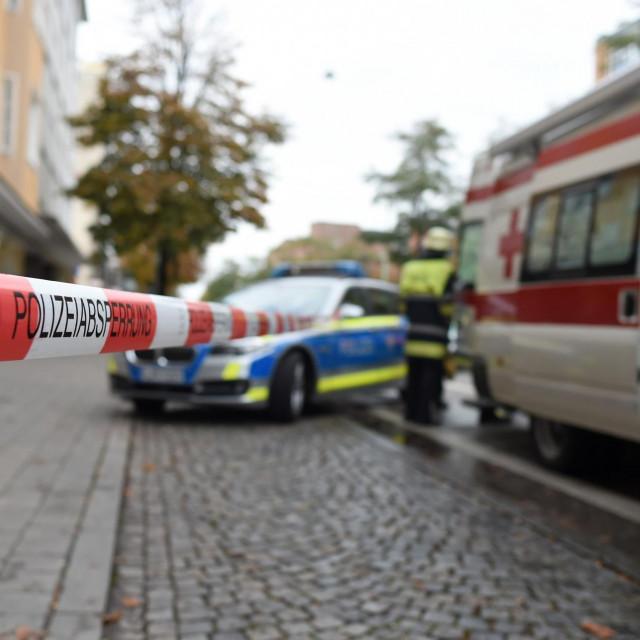 Ilustracija: Njemačka policija i hitna pomoć
