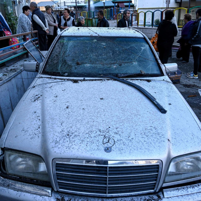 Oštećeni automobil u Stepanakertu