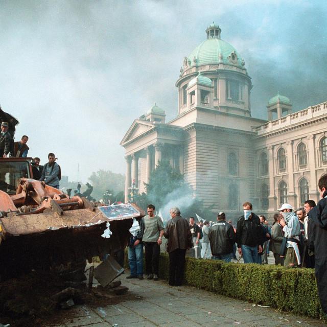 Prosvjed pred Narodnom skupštinom 5. listopada 2000. godine