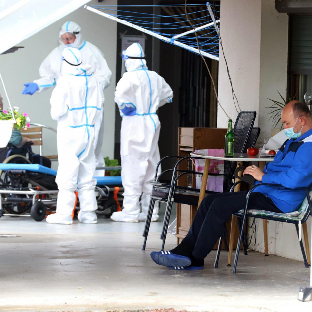 Vlasnik 'doma' u Legradu u plavoj trenirci