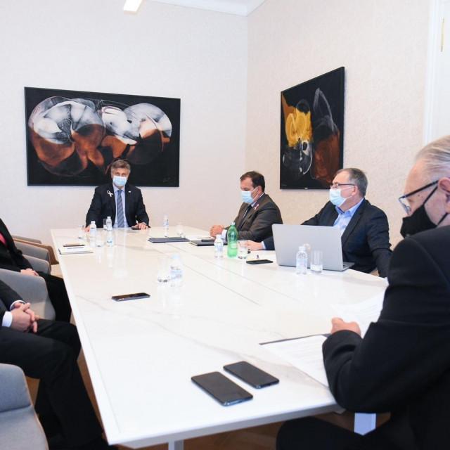 Sastanak Nacionalnog stožera u Vladi