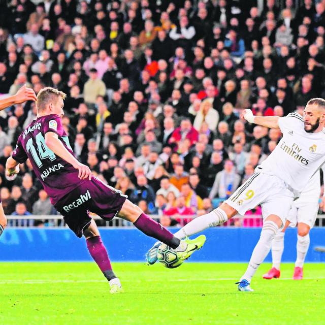 Filip Bradarić prošle sezone u dresu Celte Vigo protiv Realovog Karima Benzeme