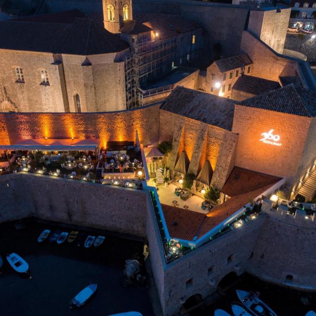 Pogled iz zraka na prelijepi dubrovački restoran