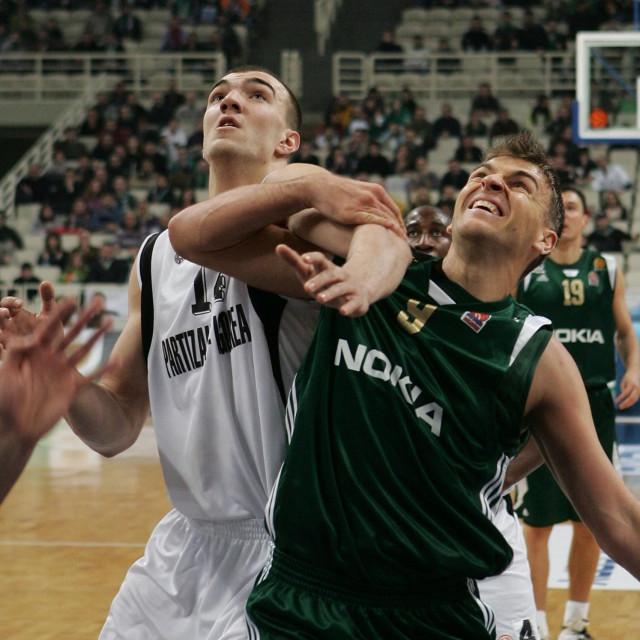Nikola Peković i Andrija Žižić u duelu