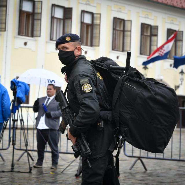 Markov trg blokiran je i zatvoren nakon jučerašnjeg pokušaja ubojstva policajca