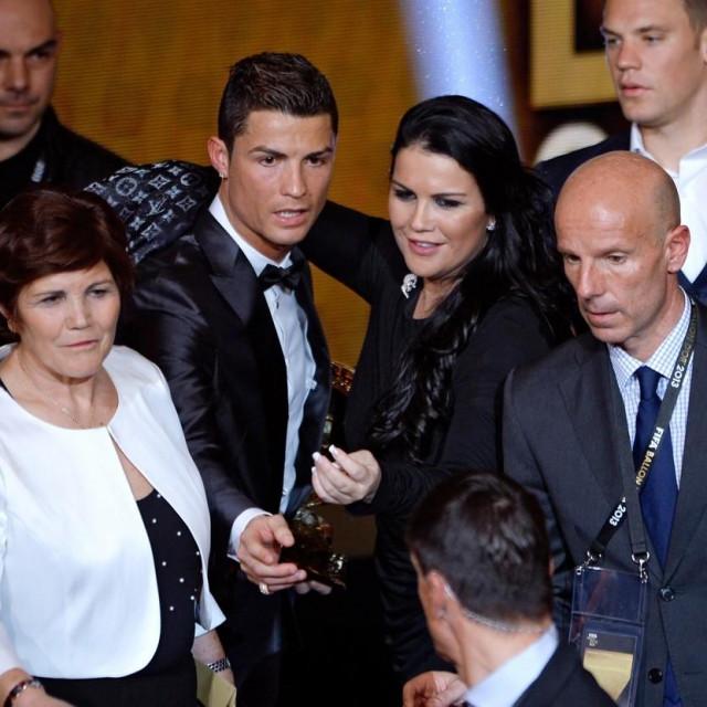 Cristiano Ronaldo, majka Dolores Aveiro (lijevo) i sestra Katia (desno)