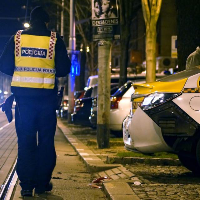 Zagreb, 160114.<br /> Prometna nesreca na Maksimirskoj cesti u kojoj su se sudarili tramvaj i vozilo Taxi Cammea.<br /> Nekoliko putnika tramvaja zatrazilo je lijecnicku pomoc.<br /> U tijeku je policijski ocevid.<br />