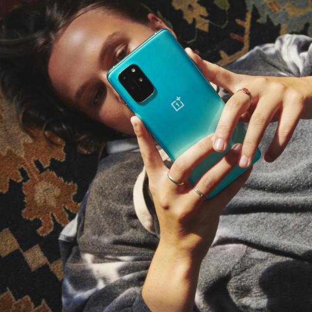 Telefon je opremljen četverostrukom kamerom