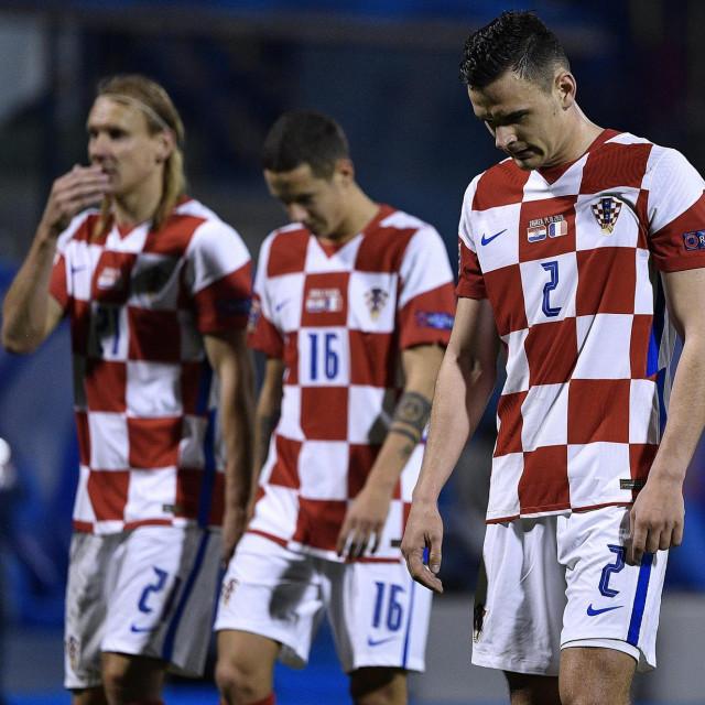 Slijeva nadesno: Domagoj Vida, Domagoj Bradarić i Filip Uremović nakon poraza od Francuza