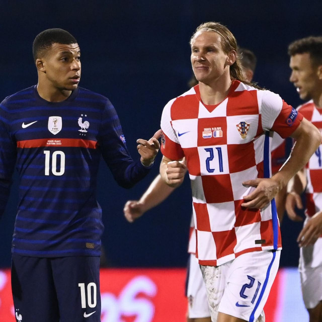 France's forward Kylian Mbappe (L) reacts after Croatia scored a goal during the UEFA Nations League Group A3 football match between Croatia and France at the Maksimir Stadium in Zagreb on October 14, 2020. (Photo by FRANCK FIFE/AFP)