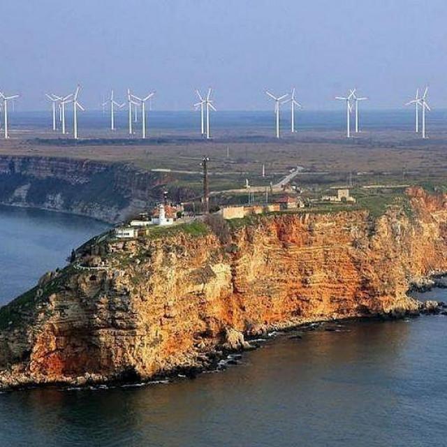 Rt Kaliakra s vjetorelektranam u pozadini