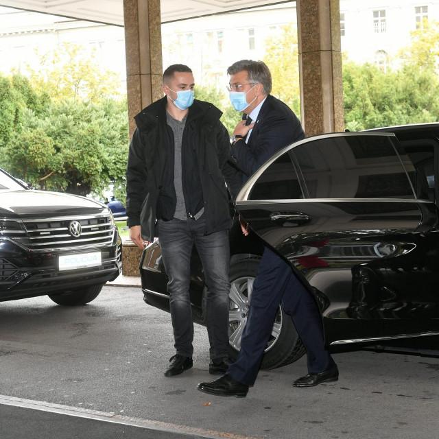 Andrej Plenkovic u Westin je stigao u blindiranom automobilu<br />