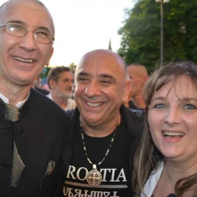 Vinko Puljić (u sredini)