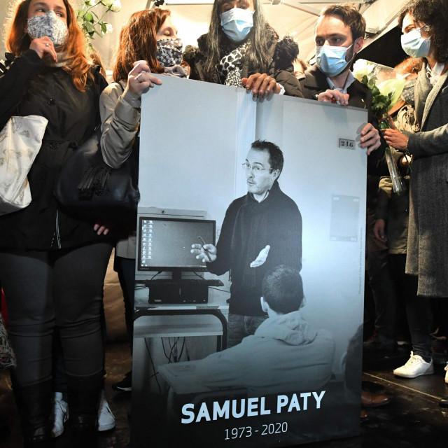 Ubojstvo profesora izazvalo je val nezadovoljstva u Francuskoj