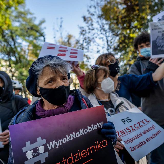 Prosvjed ispred poljskog Ustavnog suda zbog sporne odluke o pobačaju