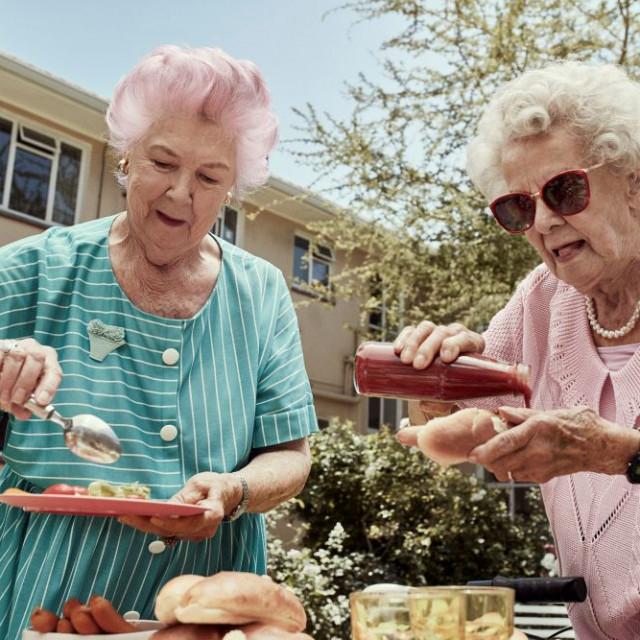 TENA-Lifestyle-older-women-having-BBQ-sunny-day_resized