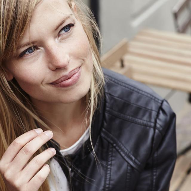 Kako biste otkrili je li vam kosa zdrava i trebate li se brinuti oko njezinog prevelikog ispadanja, najprije trebate provjeriti u kakvom je stanju njezin korijen