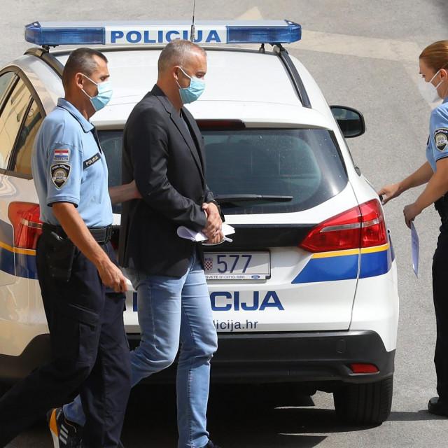 Uhiceni Vinko Grgić u pratnji policije