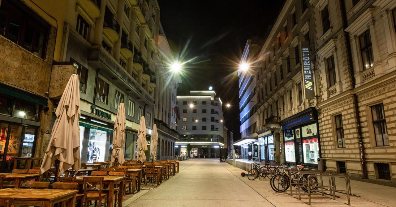 U Sloveniji 1963 novozaraženih, umrlo je 18 osoba: zatvorene su trgovine, saloni, kafići...