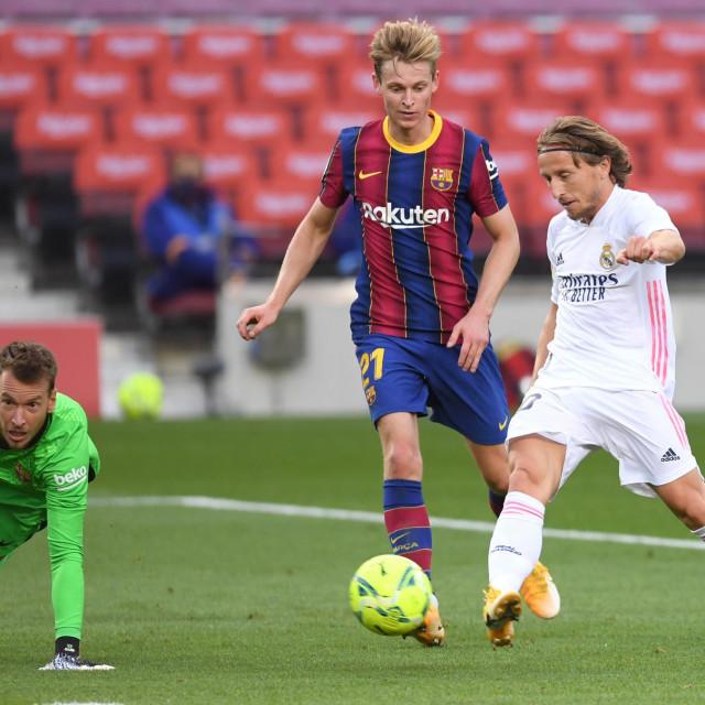 Luka Modrić zabija Barceloni
