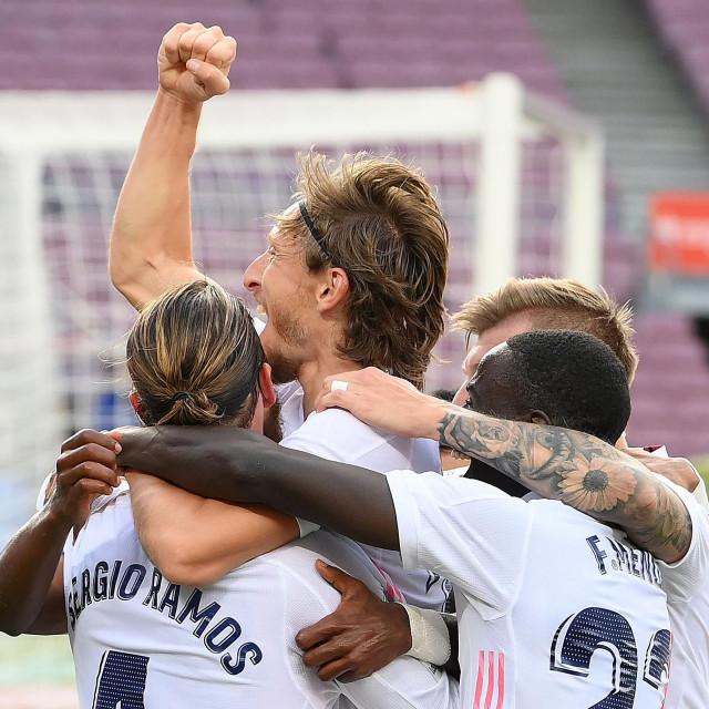 """Luka Modrić zabio je gol """"felšom"""", svojim zaštitnim znakom"""