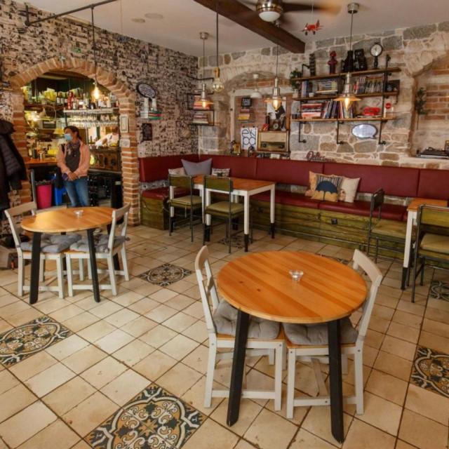 Razmak stolova u restoranu 'Corto Maltese'