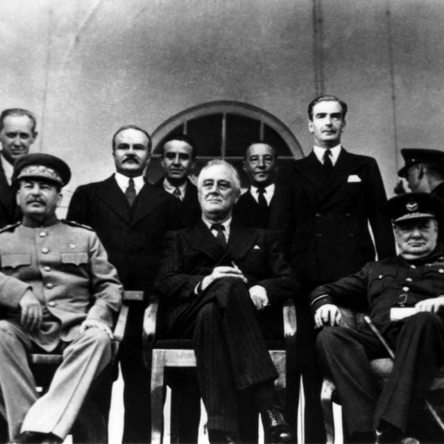 Josif Staljin, Franklin D. Roosevelt i Winston Churchill tijekom konferencije u Teheranu