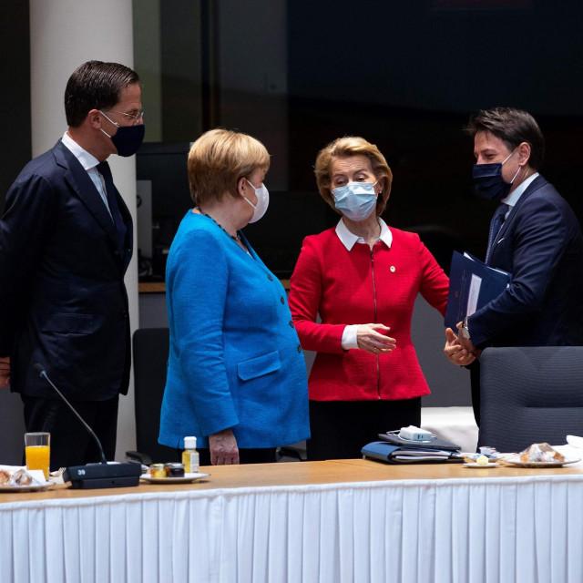 Ključni ljudi EU (slijeva): nizozemski premijer Mark Rutte, Angela Merkel, Ursula von der Leyen, talijanski premijer Giuseppe Conte i predsjednik Vijeća EU Michel Charles