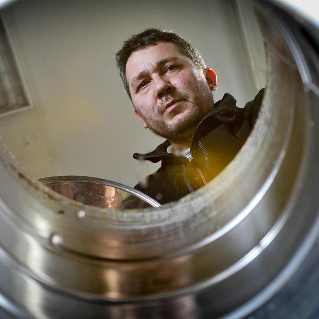 Ivo Bačlija (na fotografiji) 2015. je kombinirao slatki pelin s crnim kimom u maceratu kao prevenciju uoči sezone gripe