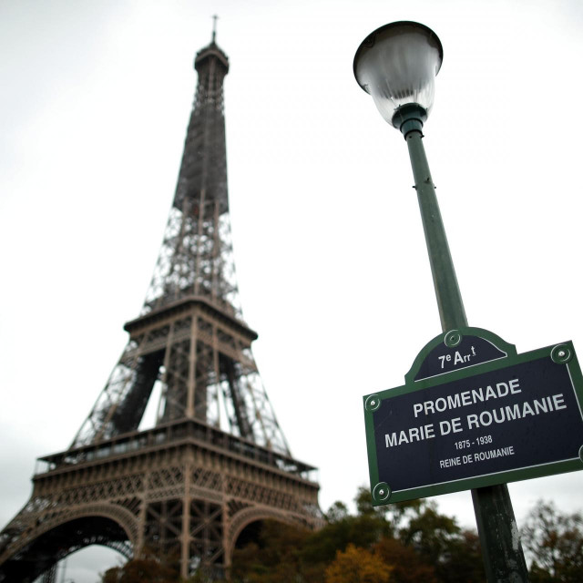 This picture taken on October 27, 2020, shows the sign of the Promenade Marie de Roumanie in front of the Eiffel Tower in Paris. (Photo by BENOIT TESSIER/POOL/AFP)