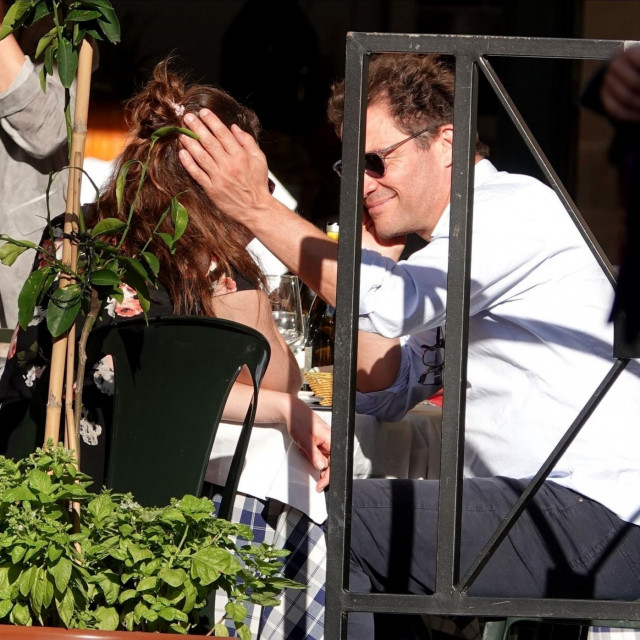 Lily James i Dominic West u Rimu