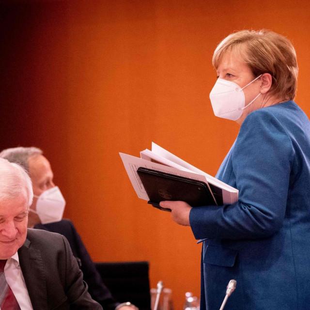 Angela Merkel i njemački šef policije Horst Seehofer