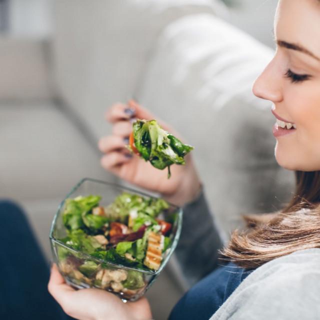 Dobivamo ga iz namirnica kao što su brokula, kelj, špinat te iz hladno prešanih biljnih ulja, poput sojinog