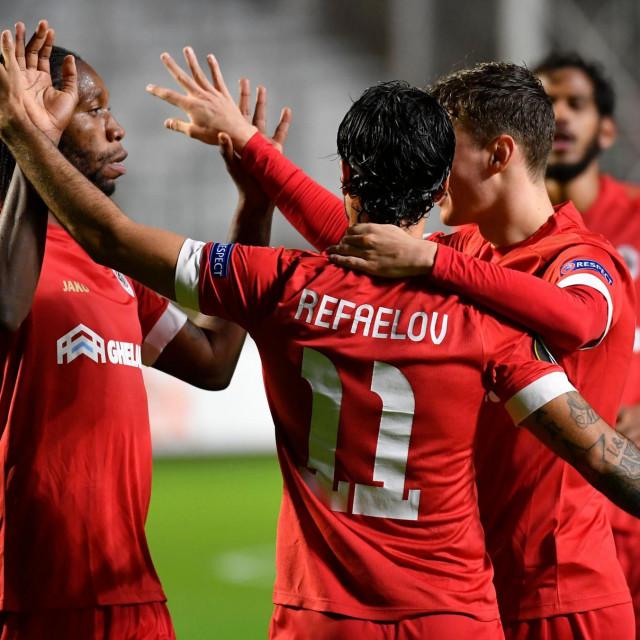 Slavlje igrača Antwerpa nakon pogotka