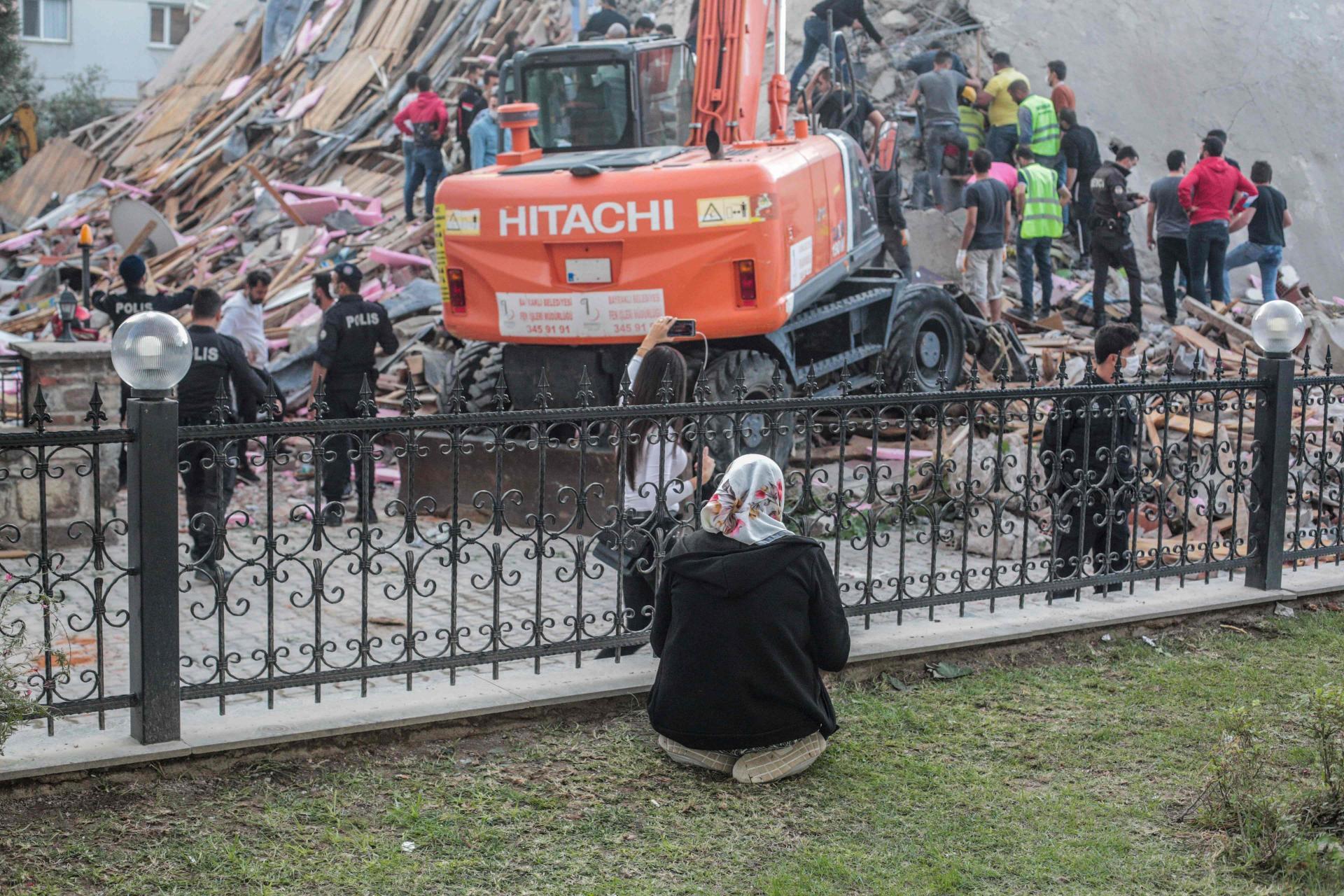 (FOTO) POGLEDAJTE FOTOGRAFIJE SNIMLJENE DRONOM! Raste broj žrtava u Turskoj, spasilački timovi izvlače ljude iz ruševina, Europa nudi pomoć!