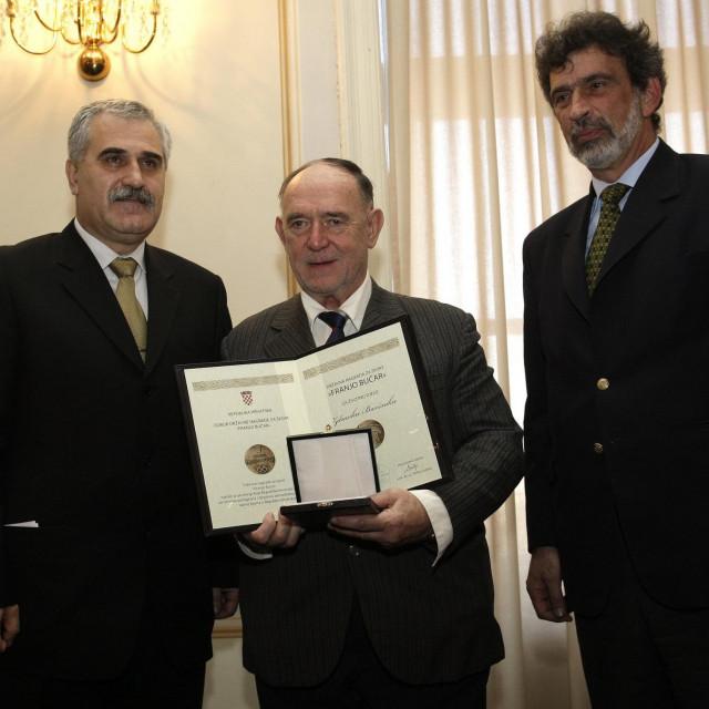 Zdravko Baršnik (u sredini) prima državnu nagradu za sport 'Franjo Bučar' 2009. godine.